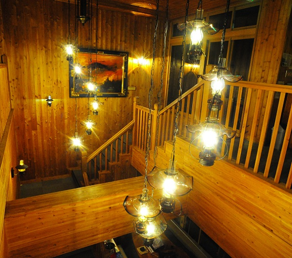 ランプのあるホール