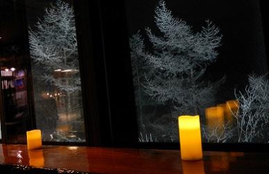 夜の休憩所と樹氷