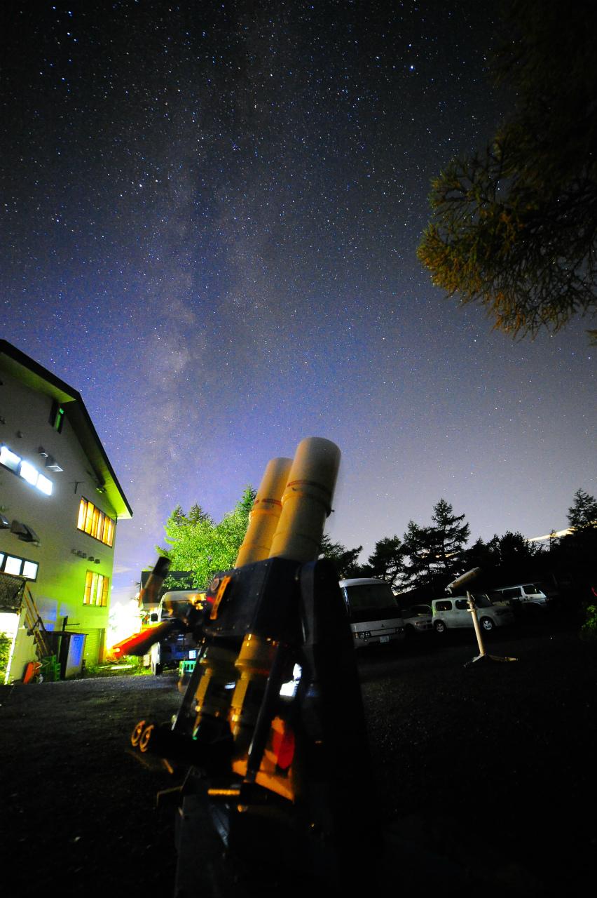 天の川と望遠鏡